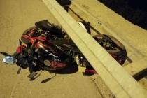 BODRUM'DA MOTOSİKLET BARİYERE ÇARPTI: 1 ÖLÜ 1 YARALI