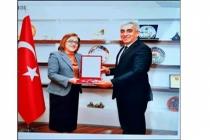 Fatma Şahin'den Başkan Karakuş'a Anahtar Teslimi