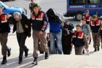 1'i Polis 3 Kişi Göçmen Kaçakçılığından Tutuklandı
