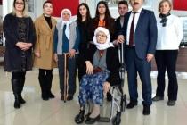 Muğla'da Öğrenciler Hastalara Refakat Ediyor