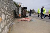 Seydikemer'de Tüp Yüklü Kamyonet Devrildi: 1 Ölü 1 Yaralı