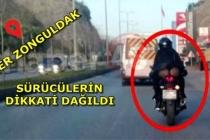 Trafikte Sürücülerin Dikkatini Dağıtan Görüntü!