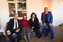 Civelek ve Yıldız Sultan Teyze'yi Ziyaret Etti