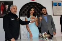 Muğla'da Polis Çifte Kelepçeli Nikah!