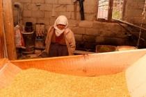 Fatma Teyze Hala Eşinden Kalan Su Değirmenini İşletiyor