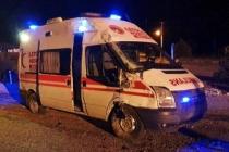 Fethiye'den Antalya'ya Giden Ambulans Devrildi: 4 Yaralı!