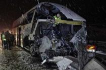 Yolcu Otobüsü Kamyona Çarptı: 1 Ölü 1 Yaralı!
