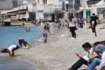 Bodrum'da Sokağa Çıkmayı Yanlış Anladılar Denize Girdiler