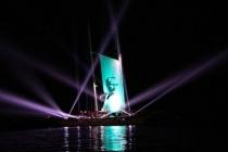 Dev Gemiyi Ayakta Alkışlayarak Karşıladılar