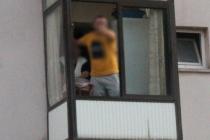 Dur İhtarına Uymadı Evine Kaçıp Balkondan Polisle Tartıştı
