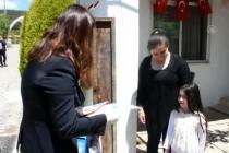 Vali Civelek Küçük Çocuğun Kitap İsteğini Yerine Getirdi