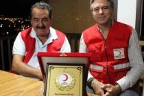 Bodrum'da Tatil Yapan Tatlıses'ten Kızılay'a Kurban Bağışı