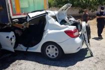 Milas'ta, Park Halindeki Tıra Arkadan Çarpan Otomobilin Sürücüsü Ağır Yaralandı
