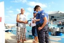 Anonsu Duyar Duymaz Koşan Polis Gençleri Boğulmaktan Kurtardı