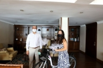 YKS Birincisi Uyar'a Marmaris Belediyesi'nden Bisiklet Hediyesi