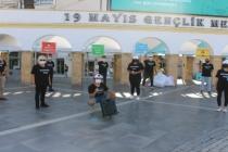 Marmaris'te Gönüllü Öğrenciler Maske Dağıttı