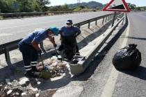 Muğla'da Belediye Ekipleri Onlarca Torba Çöp Topladı