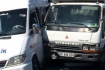 Milas'ta Minibüs İle Kamyon Çarpıştı: 5 Yaralı