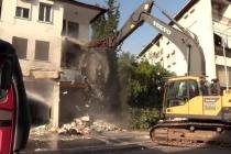 Marmaris'te Depreme Dayanıksız Bina İş Makinesiyle Yıkıldı