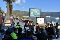 Marmaris'te Sahillerdeki Kalabalığa Megafonlu Uyarı