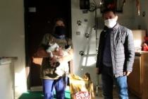 Fethiye'de, Muhtar Sokak Hayvanlarını Kendi İmkanları  İle Besliyor