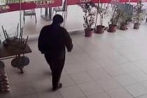 Muğla'da Maskeli Hırsız Bahşiş Paralarını da Çaldı