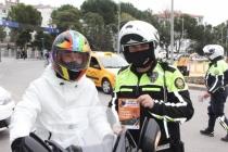 Muğla'da Motosiklet Sürücülerine Kask Kullanımına Yönelik Broşür Dağıtıldı