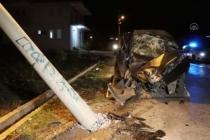 Fethiye'de Elektrik Direğine Çarpan Otomobil Sürücüsü Yaralandı