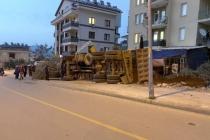 Fethiye'de Hafriyat Yüklü Kamyon Devrildi: 2 Yaralı