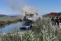 Azmak Deresi'nde Bağlı Olan Teknede Yangın Çıktı