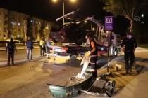 Denizli'den Muğla İstikametine Giden Otomobil Karşı Şeride Geçerek Minibüsle Çarpıştı