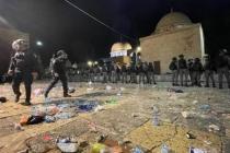 İsrail Polisi, Mescid-i Aksa'da Namaz Kılan Cemaate Saldırdı! Türkiye'den Tepkiler Peş Peşe Geldi