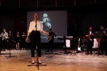 BODRUM'DA LİSELİLER BARIŞ MANÇO'YU ŞARKILARIYLA ANDI