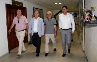 CHP MİLLETVEKİLLERİ FETHİYE'DE ALİM KARACA'YI...