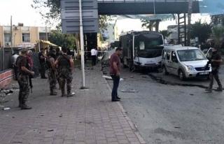 ADANA'DA POLİS SERVİSİNE BOMBALI SALDIRI