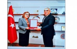 Fatma Şahin'den Başkan Karakuş'a Anahtar...