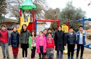 Belediyeden Çırpılı Çocuklara Yeni Yıl Hediyesi
