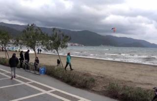 Marmaris'te Sörf Tutkunları Rüzgarı Fırsat...