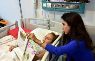 Tedavisi Süren Aylin'e Hastanede Eğitim Veriliyor