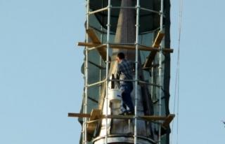 İş Güvenliği Olmadan Minareyi Onaran İşçiler...