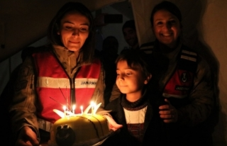Elazığlı Muhammed'in Doğum Günü Çadırda...