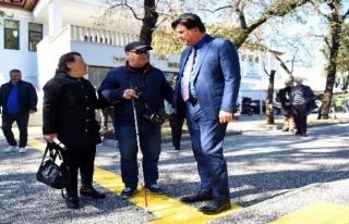Görme Engelli Vatandaşlardan Başkan Karaca'ya...