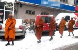 Sivaslılar Taylandlı Turistleri Çinli Sanıp Paniğe...