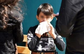 Tüfekle Oynayan 7 Yaşındaki Çocuk, 8 Yaşındaki...