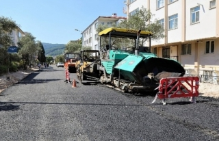 Hasan Ercan Caddesi'nde Asfaltlama Çalışmalarına...