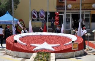Milas'ta Yapımı Tamamlanan Reflektörlü Bayrak...