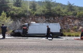 Muğla'da Seyir Halindeki Minibüs Alev Aldı!