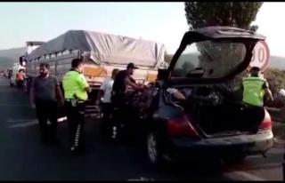 Otomobil Park Halindeki Tıra Çarptı: 1 Ölü, 1...