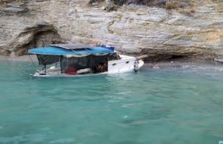 Su Alan Balıkçı Teknesindeki İki Kişiyi Sahil...