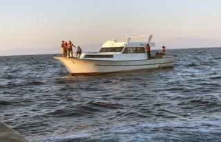Yunan Sahil Güvenliği Göçmenlerin Telefonlarını...